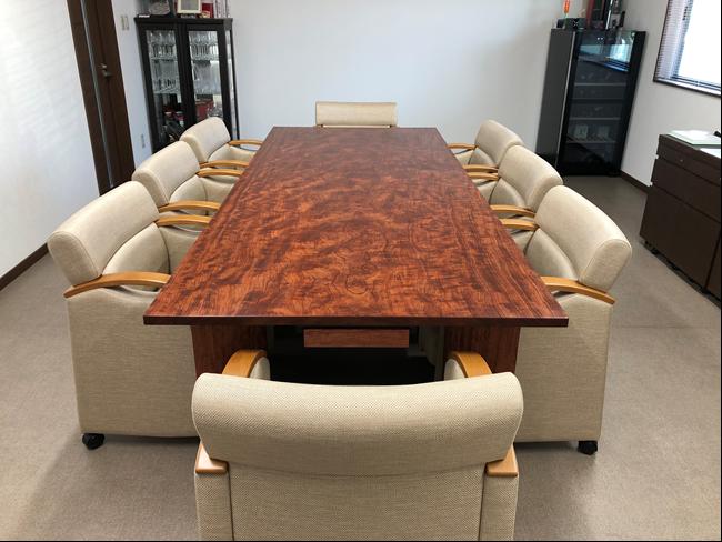 応接室兼打合せ室のオーダーメイドテーブルとイスの納品事例